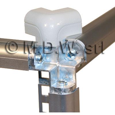 telai rack in profili alluminio estruso imbullonati su giunto a tre vie