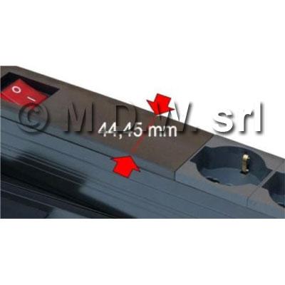 Multipresa 1 unità rack 19 pollici, 9 prese Unel universali 10/16A, Alimentazione diretta con LED presenza rete, Serie ALUMY struttura in alluminio estruso, con spina cavo alimentazione schuko 230 V