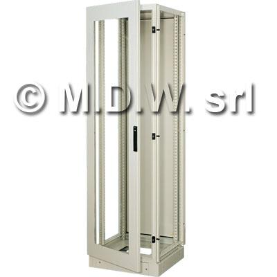 Armadio elettrico con montanti rack 40 U misure 600 (L) x 2000 (H) x 600 (P) incluso zoccolo alto 100 mm
