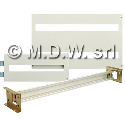 Pannello incernierato con 2 feritoie 36 moduli, completo di 2 barre DIN 35 mm, 687 x 400 mm per telai modulari interni