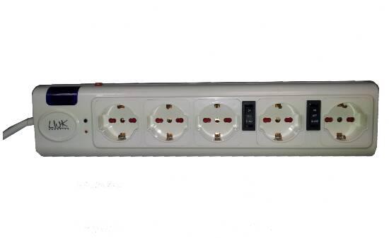 Multipresa 5 posizioni (4 slave 1 master) con spegnimento dispositivi a catena