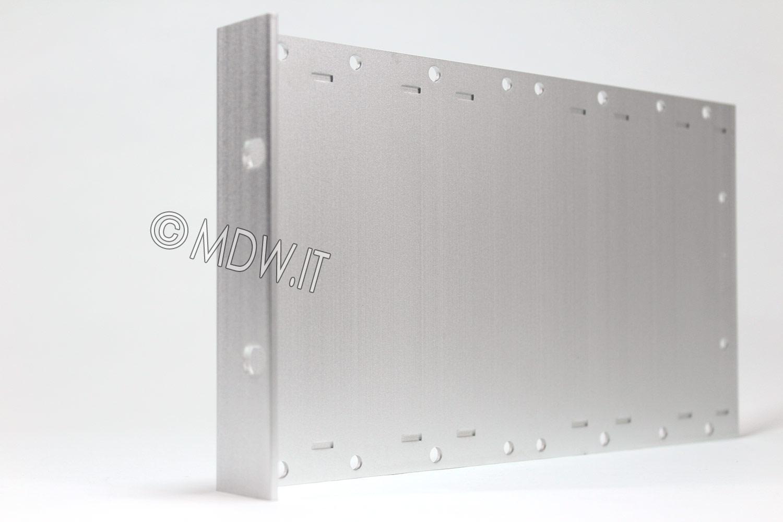 Parete laterale completa di flangia per subrack 3 unità profondi 239,2 mm per schede da 220 mm