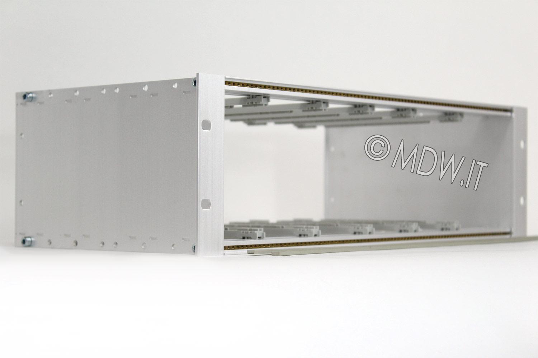 Subrack portamoduli 1 x 3U 84HP x 239 per schede P=220 con connettori ad inserzione diretta o su backplane