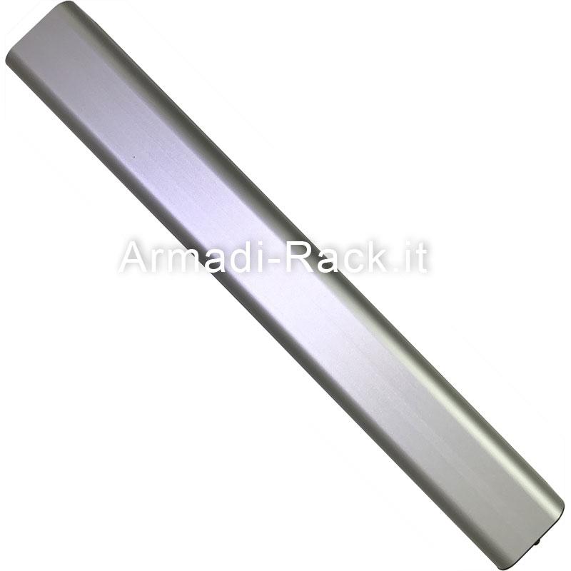 Profilo estruso in alluminio anodizzato naturale per assemblaggio prese UNEL in barra alimentazione per rack 19